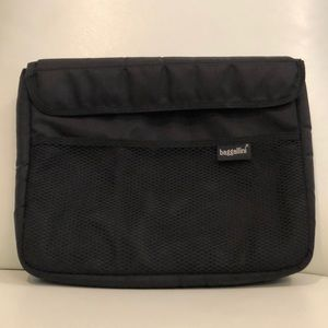 Handbags - BAGGALLINI black padded laptop/device holder case